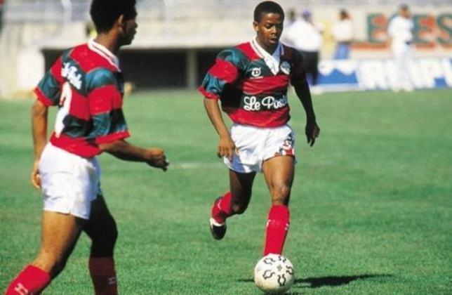 Dener: o atacante jogou a Copa São Paulo de 91 pela Portuguesa, mas faleceu três anos depois em acidente de carro. Ele ainda jogou por Grêmio e Vasco