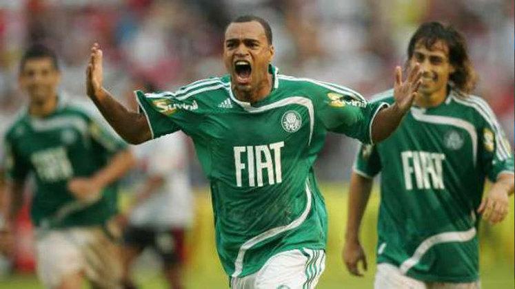 Denílson: joia da base são paulina e muito famoso por conta dos seus dribles, Denílson passou quatro anos no Tricolor e rodou por alguns clubes do exterior, até ser contratado pelo Palmeiras em 2008.