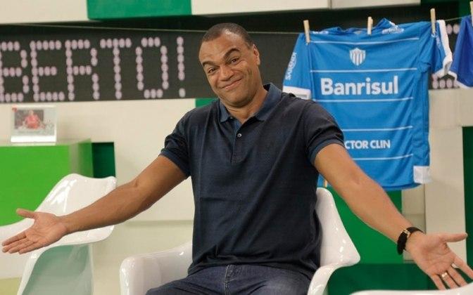"""Denílson, que atuou primariamente por São Paulo e depois Betis no período, se deu bem também na frente das câmeras. Começou como comentarista na Band, na Copa do Mundo de 2010, e sua irreverência o levou à apresentação do """"Jogo Aberto"""", ao lado de Renata Fan."""