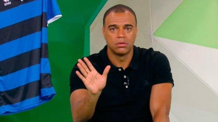 DENILSON revelou que era torcedor do Corinthians na infância. Porém, deixou a paixão de lado ao passar a defender o São Paulo no infantil.
