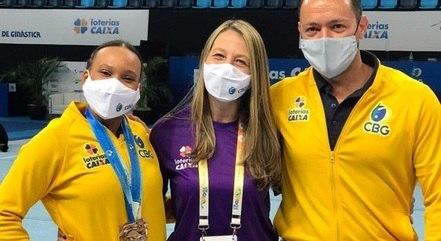 Denise (centro) já arbitrou disputas de Rebeca Andrade