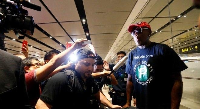 Dennis Rodman, ex-jogador da NBA, foi a Cingapura a convite de Kim e Trump