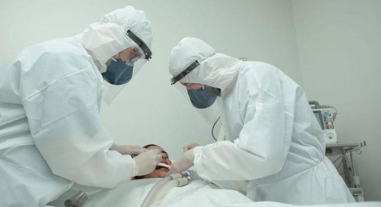 Alex Alves da Costa de Andrade e Tiago Dias, cirurgiões-dentistas do HCamp de Goiânia