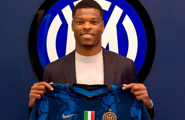 DENZEL DUMFIRES: O lateral-direito deixou o PSV, da Holanda, para fechar com a Inter de Milão. O contrato firmado com a atual campeã é válido por cinco anos