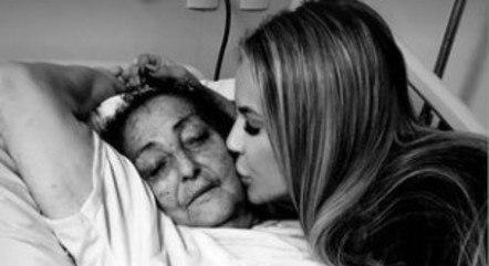 Deolane Bezerra lamenta morte da avó