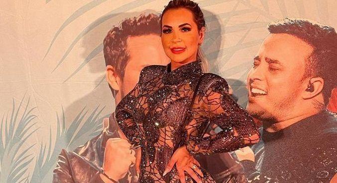 Deolane tietou Matheus e Kauan em show no México