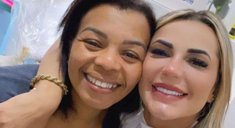 Deolane Bezerra e Valquiria Nascimento decidiram conversar e reataram a amizade