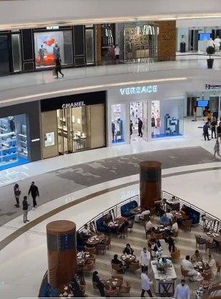 Pela manhã, a advogada mostrou um enorme centro de compras que reúne as grifes mais caras do mundo