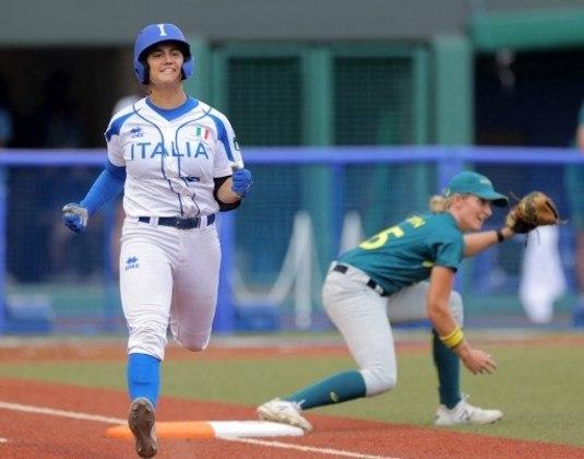 Depois da derrota para o Japão na estreia, a Austrália se recuperou e venceu a Itália no Softbol feminino por 1 a 0. A Itália, por sua vez, acumulou a segunda derrota seguida.
