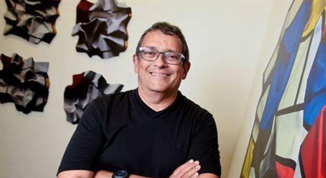 Depois de 15 anos sem expor na Capital pernambucana, o artista cearense traz à Cidade a mostra