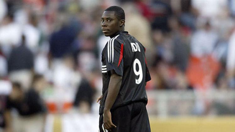 Depois de bombar no Real Salt Lake, o Benfica o contratou por R$ 6 milhões. Foi nesse momento que sua carreira desandou. Depois do clube português, atuou por mais de 13 clubes diferentes, incluindo o Bahia em 2013, onde disputou apenas dois jogos. Com 30 anos, ele ainda não considera a aposentadoria, e trabalha com garotos na academia