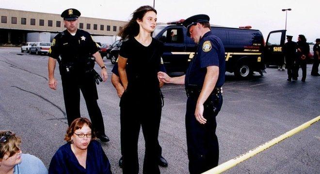 Depois de descer da sequoia, Julia continuou a fazer protestos ambientais e acabou presa