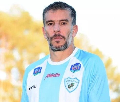 Depois de dois anos sem jogar, LEANDRO DONIZETE aceitou a proposta do Londrina e disputará a reta final da Série C. O volante foi campeão da Libertadores, Recopa e Copa do Brasil pelo Atlético-MG e tricampeão estadual pelo Coritiba