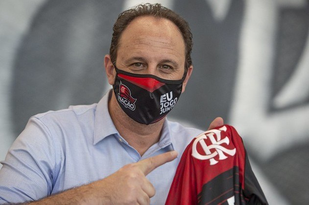 Depois de dois europeus, a direção foi atrás de Rogério Ceni, que aceitou o convite e deixou o Fortaleza. Logo de cara, o treinador encarou mata-matas na Libertadores e Copa do Brasil, caindo para Racing (ARG) e São Paulo.
