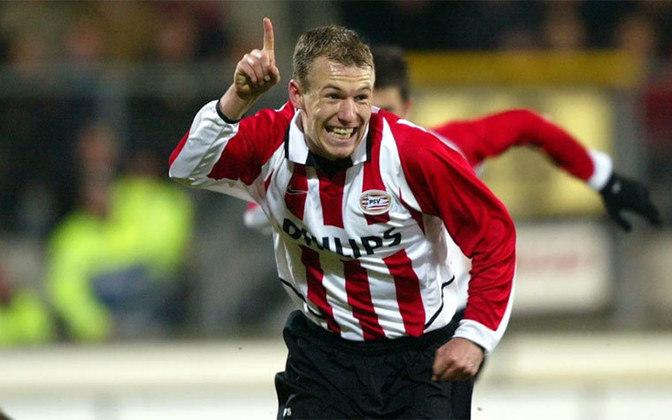 Depois de se destacar pelo PSV, em 2003, Robben se encontrou com Sir Alex Ferguson, então técnico do Manchester United, em Londres, que fez uma proposta de 7 milhões de euros pelo atacante