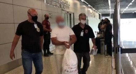 Investigado saiu do voo algemado