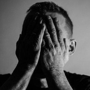 Morte de cantor acende alerta para aumento de casos de depressão no país