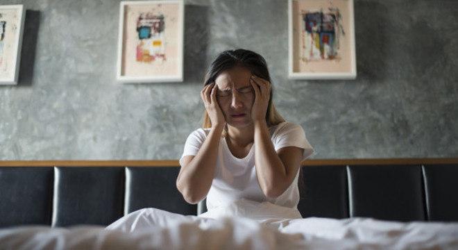 A infecção por covid-19 pode piorar dores crônicas prévias como a  enxaqueca