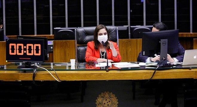 Na imagem, a primeira-secretária do Congresso, deputada Soraya Santos (PL-RJ)