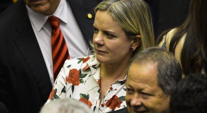 A deputada Gleisi Hoffmann, presidente do PT, orienta o partido a rejeitar a 'integralidade' da proposta de Bolsonaro para a Previdência