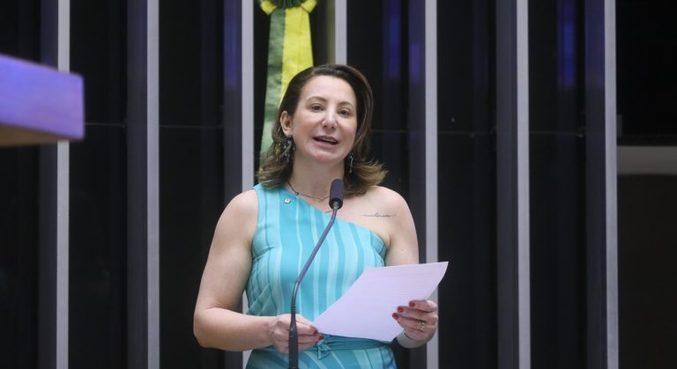 A deputada Jaqueline Cassol, relatora do projeto que prevê distribuição gratuita de absorventes