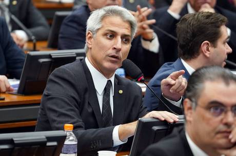 Líder do PSB vai representar Heleno por crime de Segurança Nacional