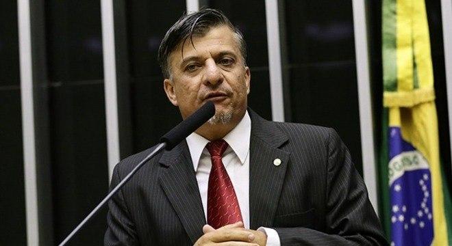Deputado propõe amputar mãos de políticos condenados por corrupção