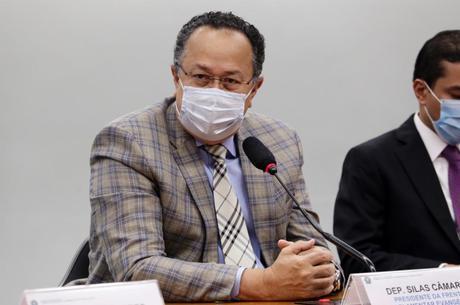 Deputados Silas Câmara, líder da bancada evangélica