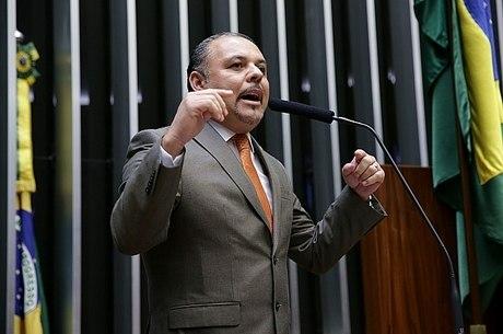 Deputado Flavinho tenta aprovar projeto Escola sem Partido