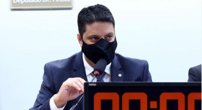 Lìder Igor Timo (Podemos-MG)  quer multa para quem não repassar vacina para o SUS