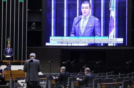 Deputado Luis Miranda, relator da MP, em sessão da Câmara