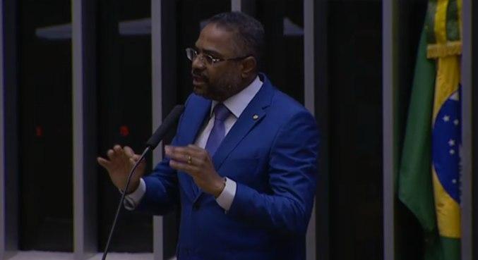 Deputado Márcio Marinho (Republicanos-BA) cobra governo sobre missionários deportados de Angola