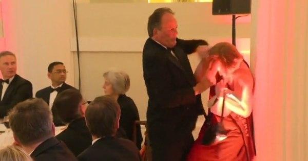 Deputado britânico é afastado por agredir ativista do Greenpeace