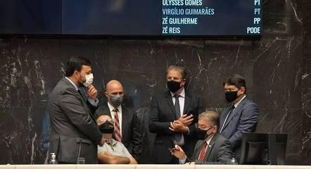 Deputados fazem sabatina com secretário