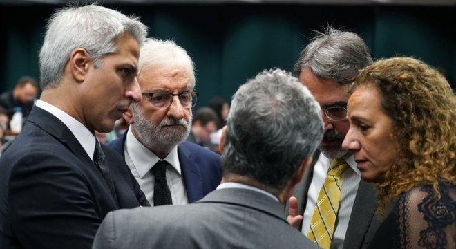 Com apoio do 'centrão' oposição conseguiu impor quase um mês de atraso na CCJ