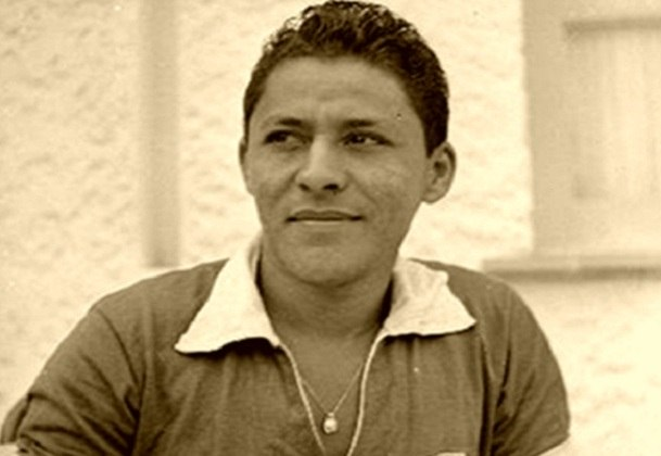 Dequinha, nascido em Mossoró, no Rio Grande do Norte, foi volante e jogou por praticamente toda a década de 1950 no time carioca, com mais de 20 taças conquistadas.