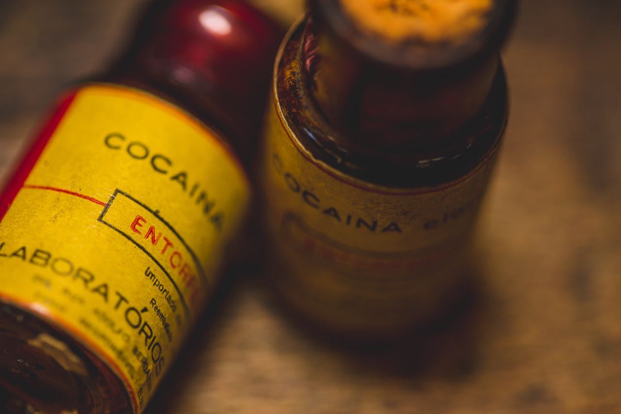 Derivados de cocaína eram permitidos como componentes, mas hoje estão proibidos