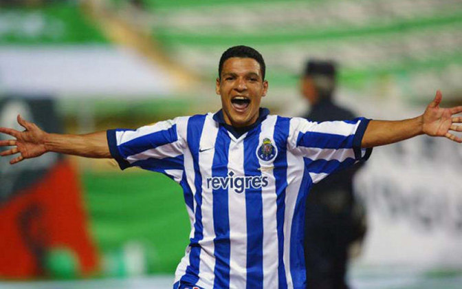 DERLEI - Foram 39 gols e 92 partidas com a camisa do Porto. O artilheiro brasileiro Derlei fez história com a camisa do Porto, ganhando o Mundial de Clubes e a Champions League. Assim virou um dos grandes ídolos do Porto. Mas nunca brilhou no futebol brasileiro.