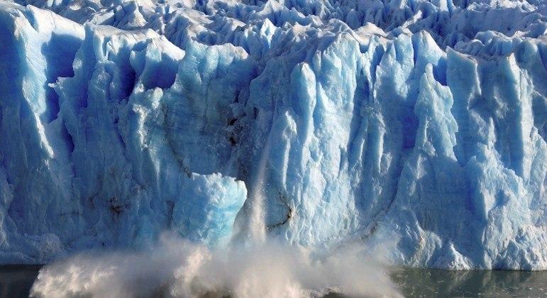 Estudo forneceu um panorama sobre a perda de massa de gelo em 220 mil geleiras de todo o globo