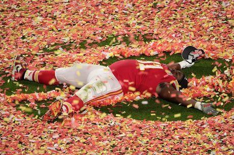Nnadi se deitou no gramado para comemorar vitória