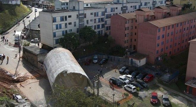 Acidente ocorreu durante a demolição da caixa d'água