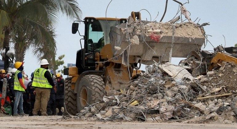 Em duas semanas, a operação de resgate tirou apenas um sobrevivente dos escombros
