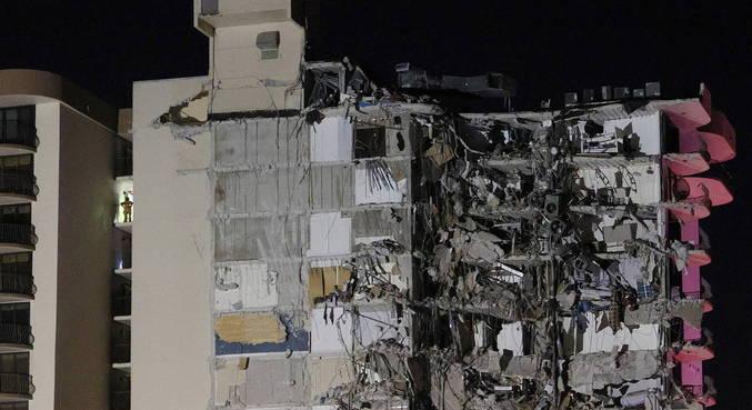 Prédio de 12 andares desaba em Miami Beach, nos EUA