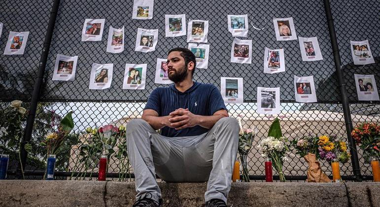 Um mural com fotos dos desaparecidos foi montado nas proximidades do prédio que desabou