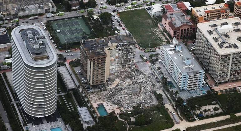 Prédio de 12 andares desabou no dia 24 de junho e 98 pessoas morreram