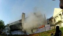 Prédio em chamas desaba e mata pelo menos 5 pessoas na Tailândia
