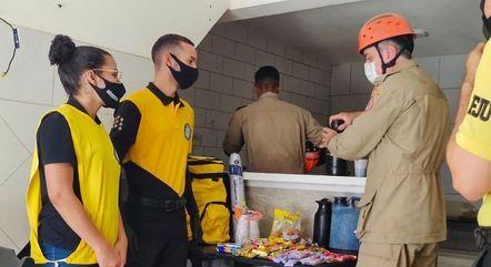 Voluntários ajudam durante buscas