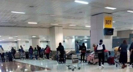 Desembarque de últijmo voo vindo do Reino Unido antes de restrições no Brasil