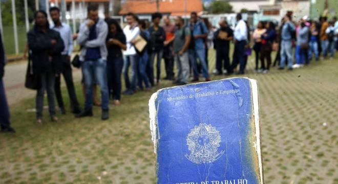Desempregados são 12,9 mi, mas falta serviço para 27,6 milhões de brasileiros