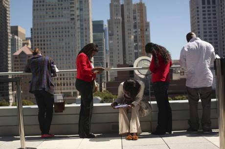 Número de pedidos de auxílio desemprego cai nos EUA